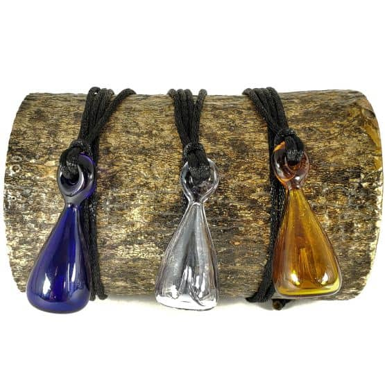 Three colours of Teardrop-shaped glass oil-diffusing pendant necklace that gently diffuses your essential oils.